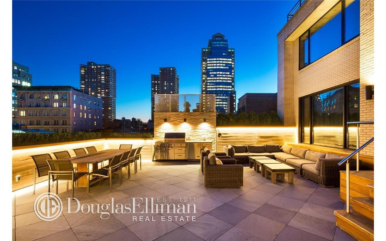 Scoore brassard nabs 4 1m tribeca pad streeteasy for Tribeca new york real estate