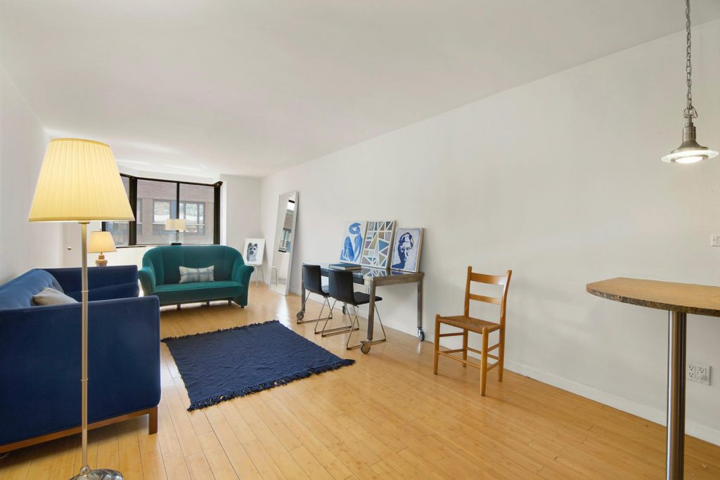 Photo of Christian Slater's Hell's Kitchen living room