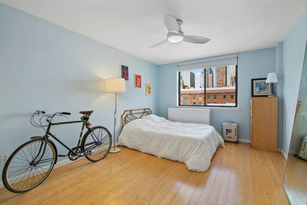 Photo of Christian Slater's Hell's Kitchen bedroom