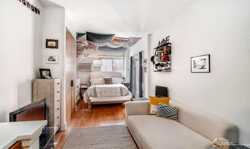6 tips on living in a studio apartment streeteasy for Studio apartment living ideas