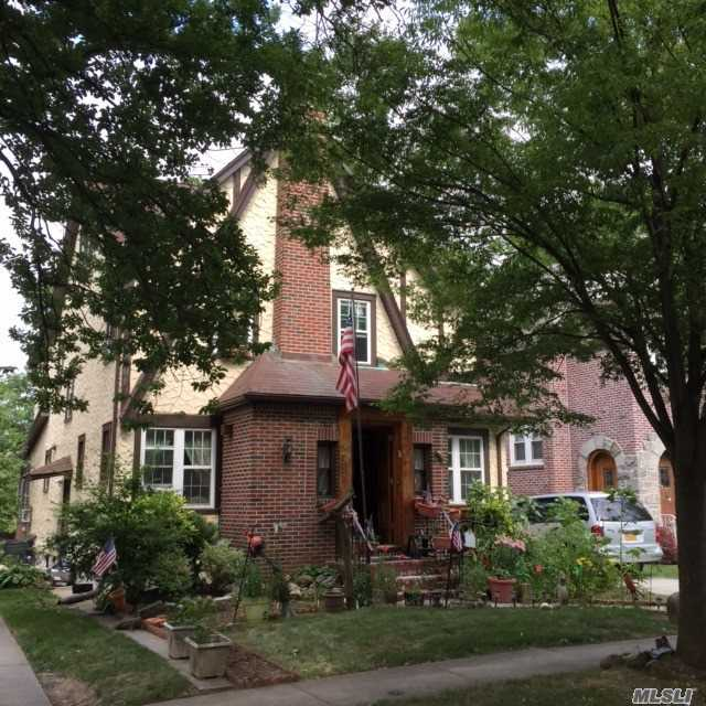 Donald Trumpu0027s Boyhood Home Is For Sale In Jamaica Estates.