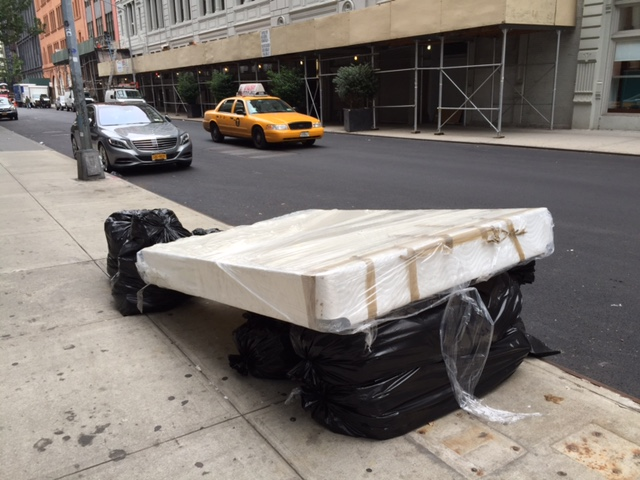 Mattress In A Bag Man Comfortably Sleeping On Blow Up Air  : mattress b1a0d3 from franklinpennsylvania.us size 640 x 480 jpeg 119kB