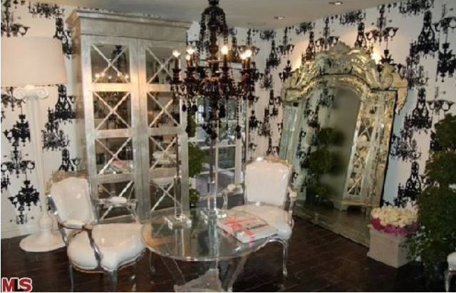 Rent paris hilton 39 s hollywood crib at a deep discount for Hollywood mansion party rental