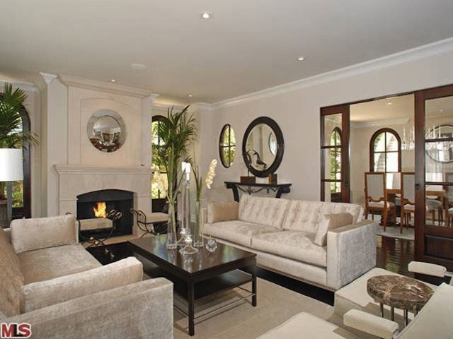 Kim kardashian quietly sells her beverly hills home for Decoration maison kris jenner