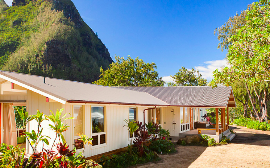 Top 10 Celebrities on Maui | Celebrities Who Live in Maui