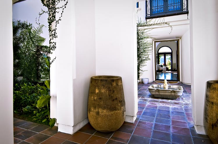 Report: Khloe Kardashian Buys Justin Bieber\'s Calabasas Home ...