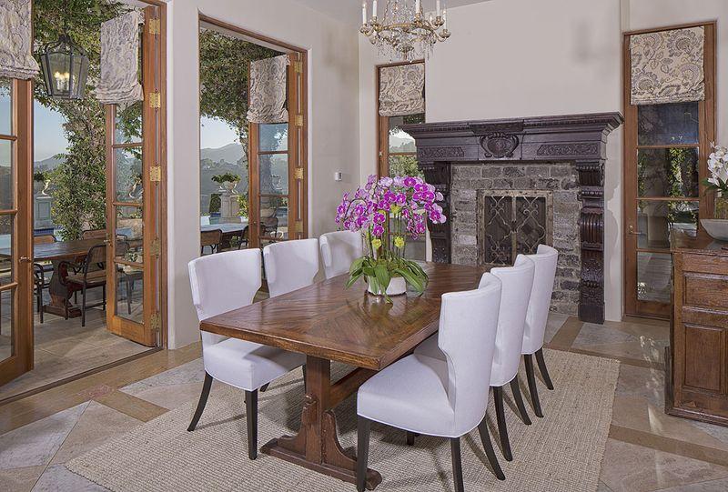 heidi klum bidding gorgeous brentwood estate auf wiedersehen trulia 39 s blog. Black Bedroom Furniture Sets. Home Design Ideas