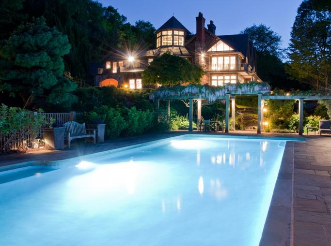 bruce willis buys storybook new york estate for 9 million. Black Bedroom Furniture Sets. Home Design Ideas