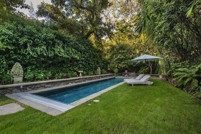 Jennifer lawrence makes jessica simpson 39 s former home her for Koi fish pool cue