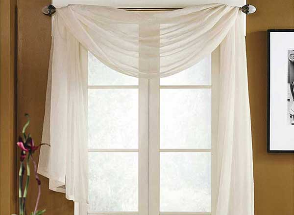 Feb2015-Trulia-Romantic-Bedrooms-Macys-Scarf-Valance-600x440