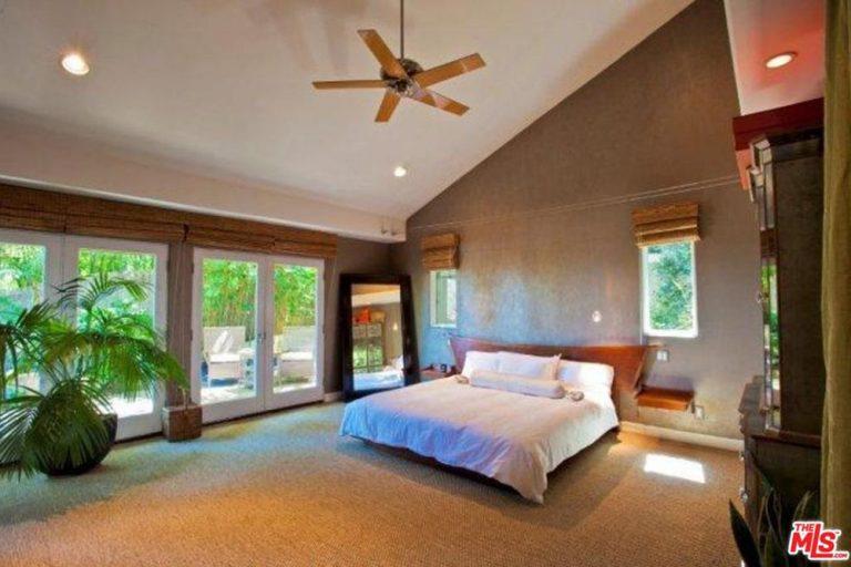 Bedroom Pop Star