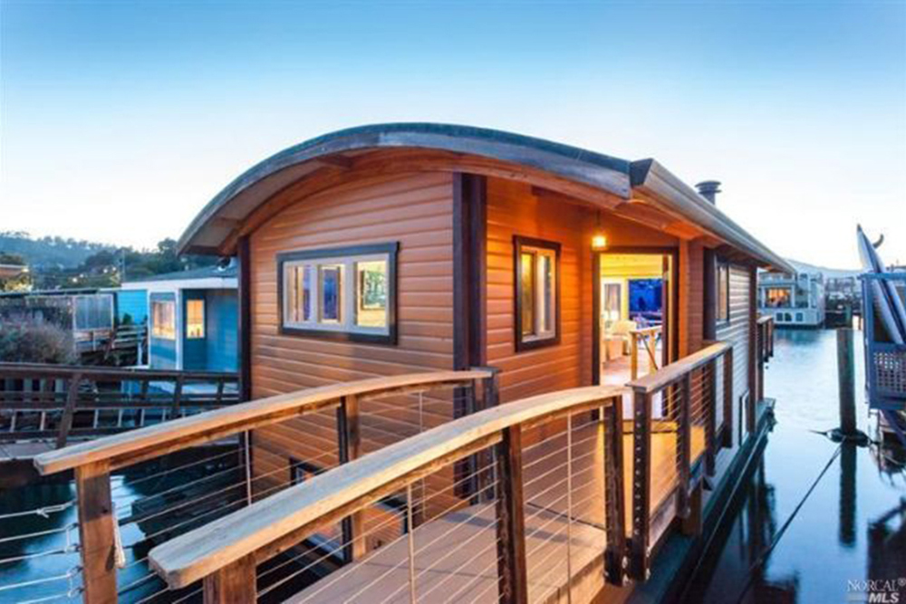 Start Summer Off Right in One of These 5 Houseboats