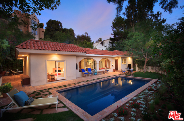 Benjamin McKenzie lists Nichols Canyon home for $1.9 Million