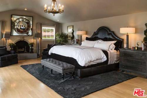 Jeremy Renner's Bedroom