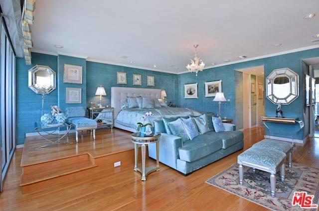 Joan Collins Bedroom