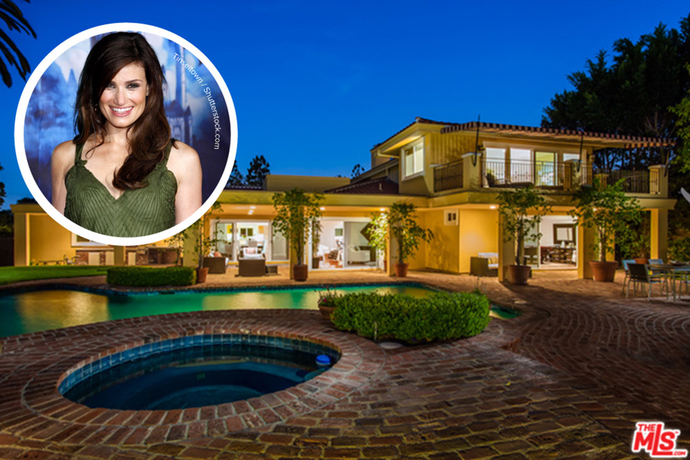 it s official idina menzel and aaron lohr moving in together