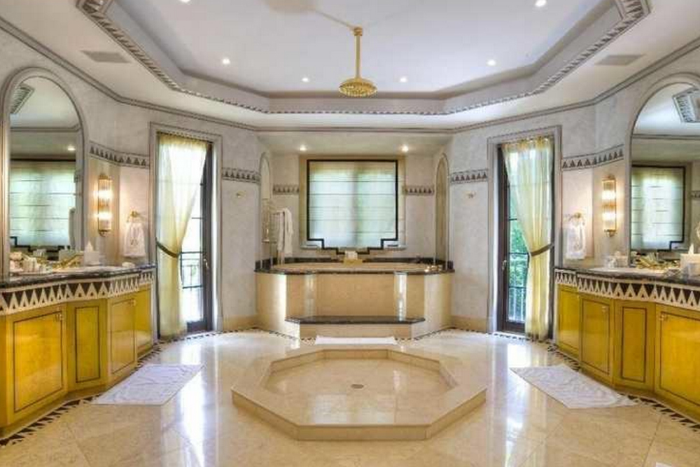 Superb Homes With Luxury Bathrooms