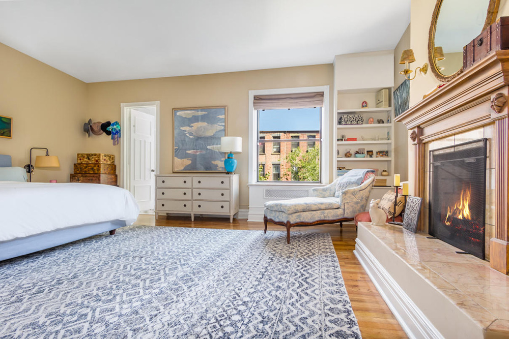 Amy schumer lists her manhattan co op for million for T mobile upper west side