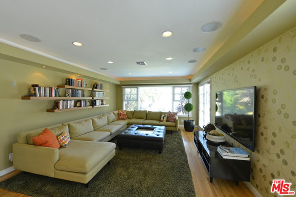 Alyson Hannigan and Alexis Denisof Living Room