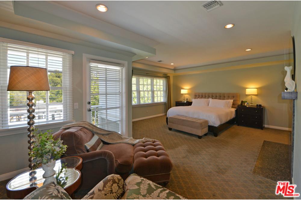 Alyson Hannigan and Alexis Denisof Home Bedroom