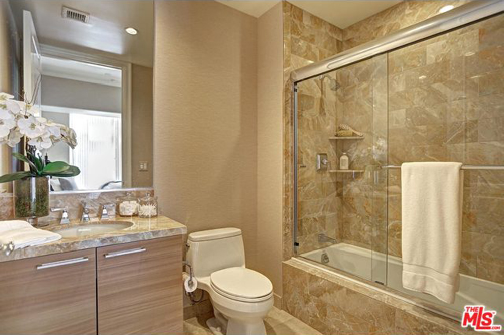 Yolanda Foster Los Angeles CA Real Estate Bathroom