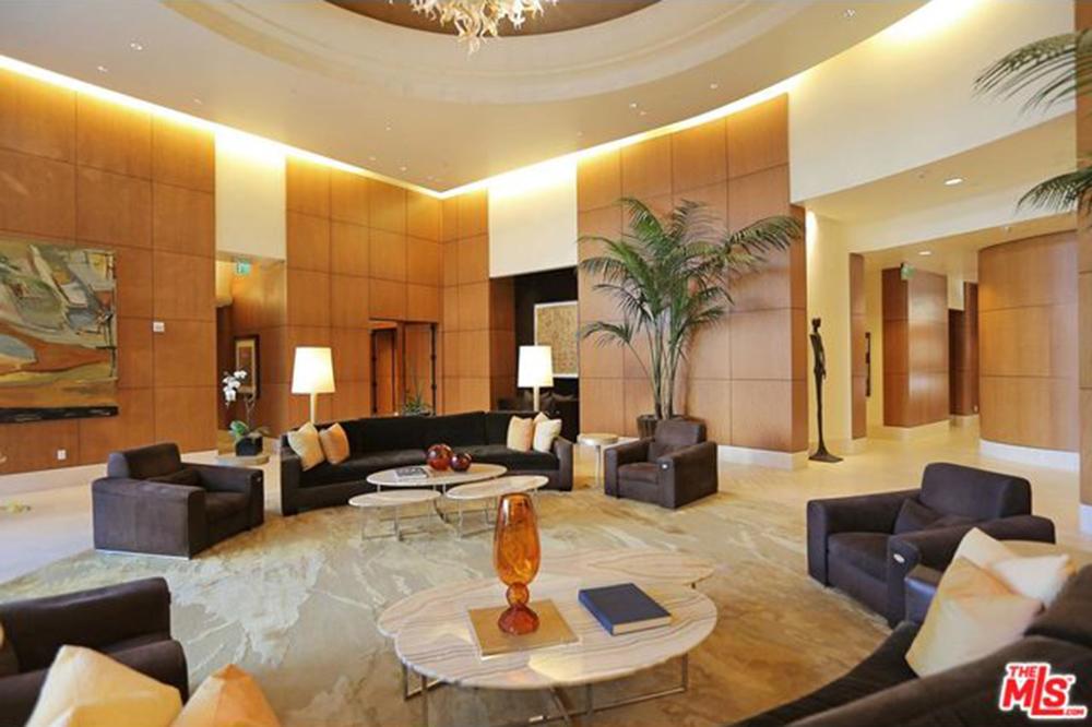 Yolanda Foster Los Angeles CA Real Estate Lobby