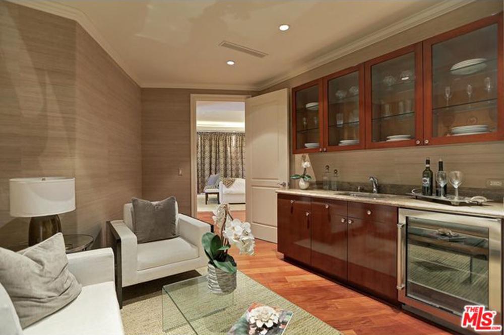 Yolanda Foster Los Angeles CA Real Estate Mini BAr
