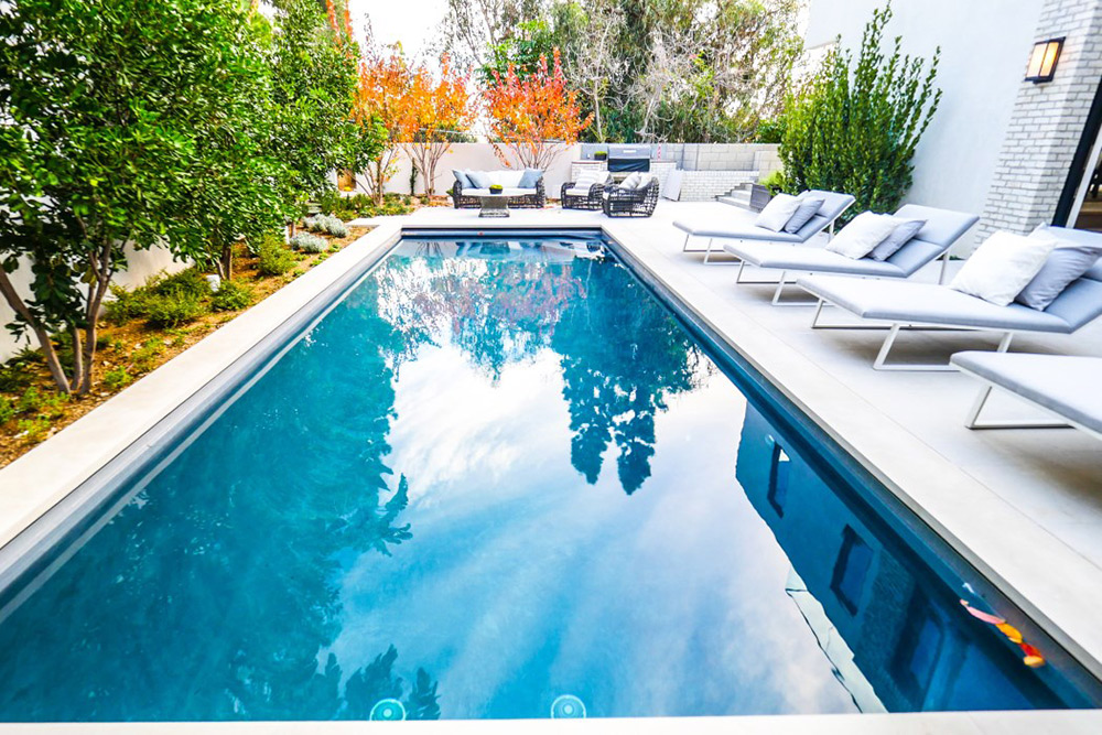 John Krasinski And Emily Blunt Are Selling Their Hollywood ...