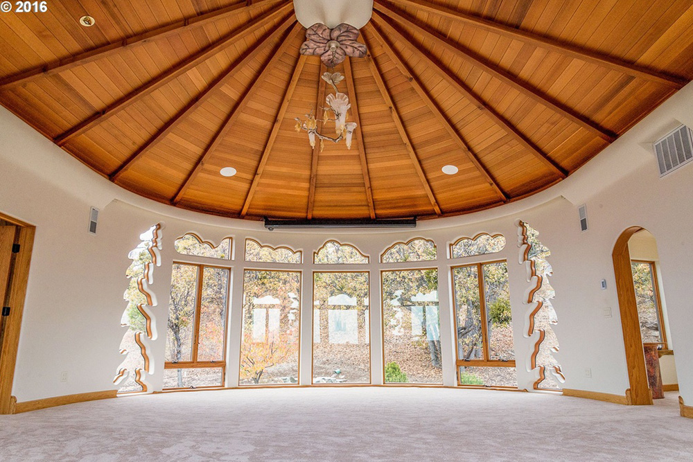 game of thrones house for sale in Ashland OR Living Room