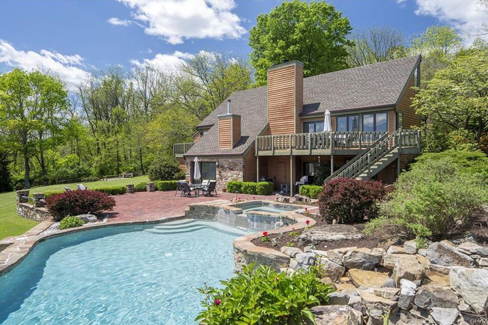 Homes for sale with pools and porches for summertime for Homes for sale in illinois with indoor pool