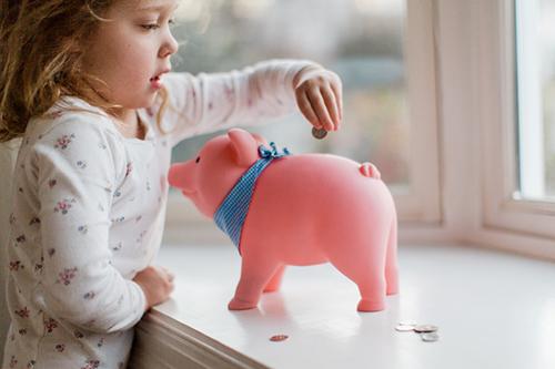 Spending freeze piggy bank FEATURE