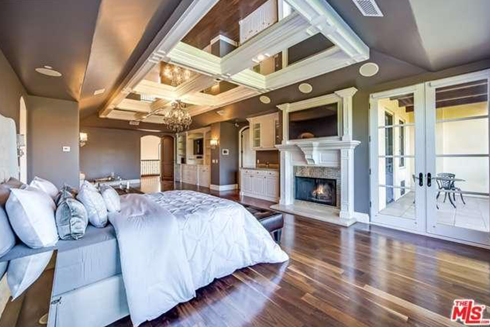 Chris paul 39 s los angeles house for sale celebrity - 8 bedroom homes for sale in los angeles ...