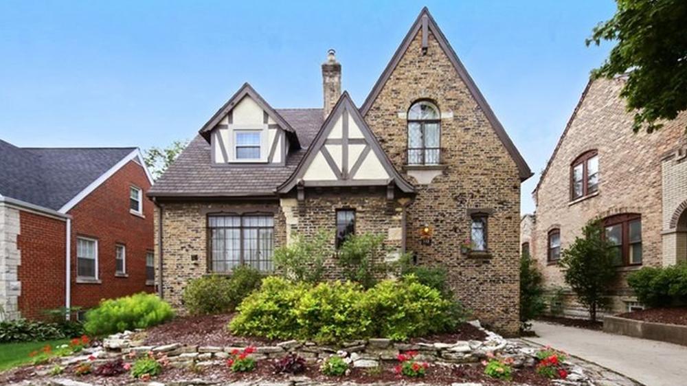 Tudor house for sale elmhurst il front yard