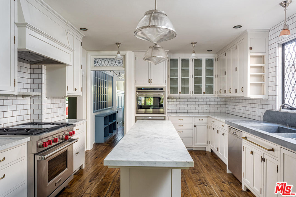Images courtesy of Trulia. The listing agent is Ren Smith, Partners Trust Malibu.