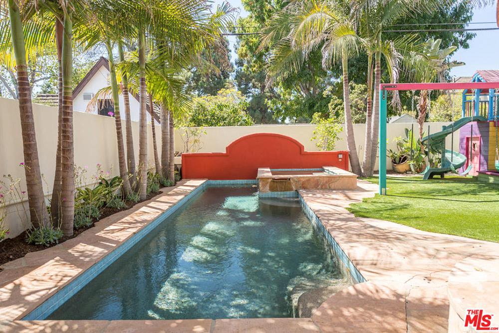 Alyson Hannigan 2016 pool