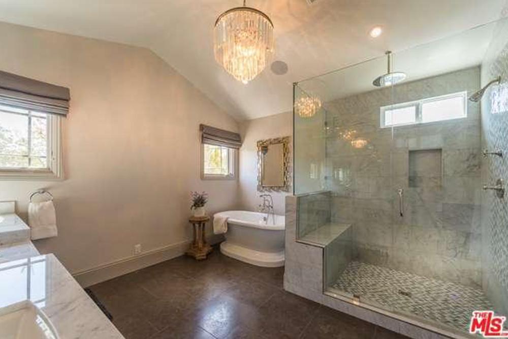 Images courtesy Trulia. The listing agent is Linda Ferrari.