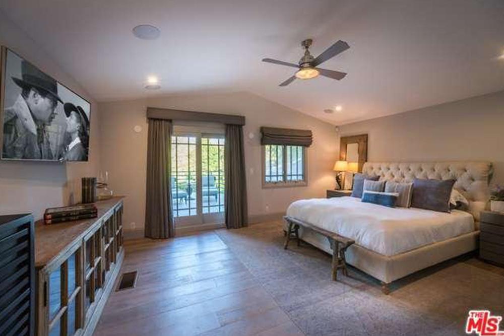 Haylie Duff 2016 bedroom