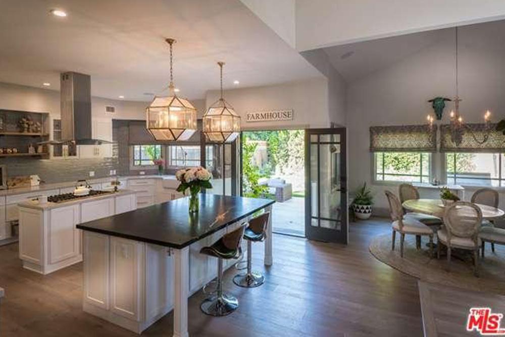 Haylie Duff 2016 kitchen