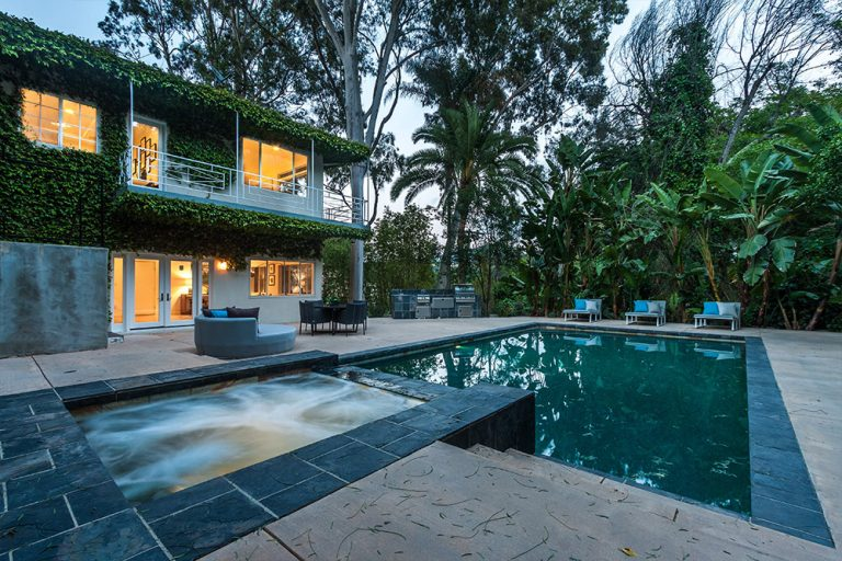 Jared Leto Lists in Fredonia Dr LA jacuzzi