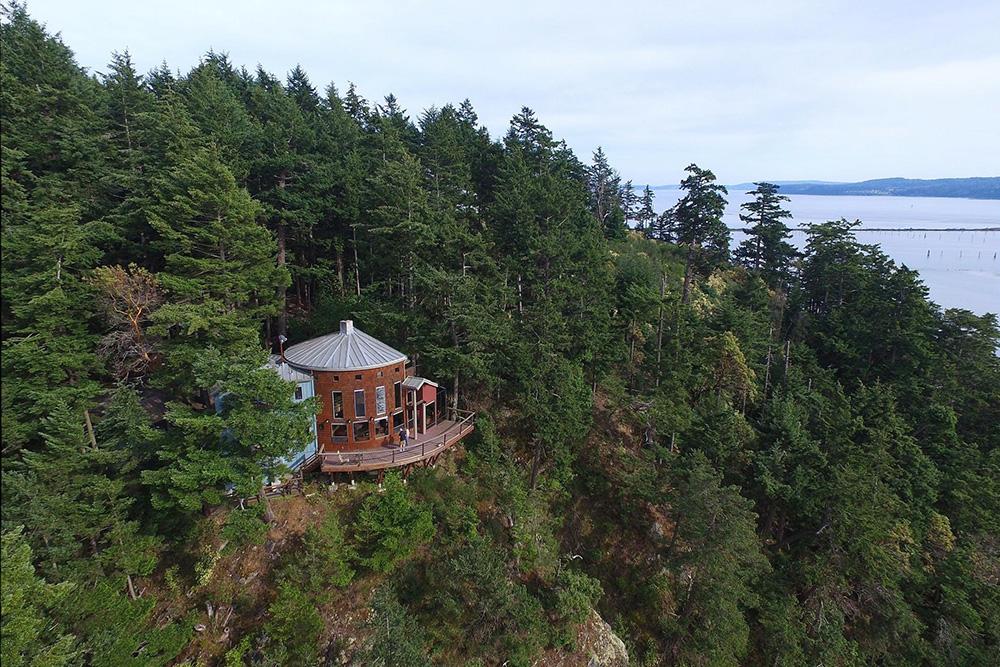 cliffside homes in La Conner WA