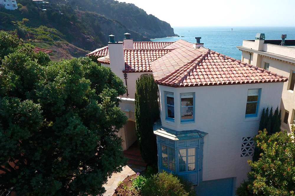 6 Cliffside Homes For Sale – Life at Home – Trulia Blog on dallas home designs, harris home designs, asheville home designs, garner home designs, minecraft cliffside house designs, chapel hill home designs, alexander home designs, texas home designs, hudson home designs, small hillside home designs, mountain home plans and designs, north carolina home designs, little house home designs, minecraft mansion designs, mountainside home plans and designs, best sims 3 house designs, sims 2 house designs,