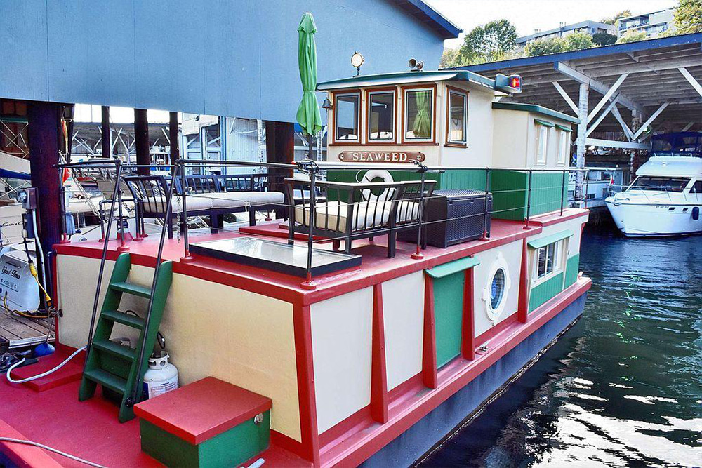 6 houseboats for sale right now life at home trulia blog. Black Bedroom Furniture Sets. Home Design Ideas
