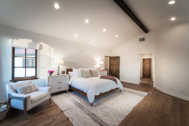 https://wp.zillowstatic.com/trulia/wp-content/uploads/sites/1/2017/05/Lauren-Conrad-Flips-Pacific-Palisades-CA-House-Bedroom-768x512.jpg