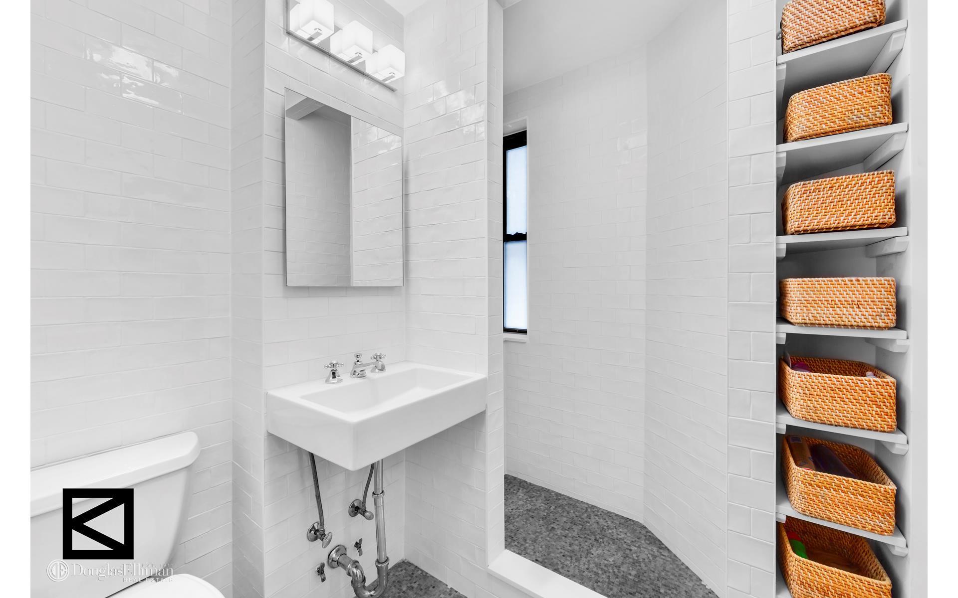 Diane Kruger Buys New York Condo Bathroom