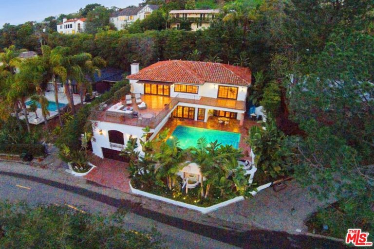 Faye Resnick Exterior