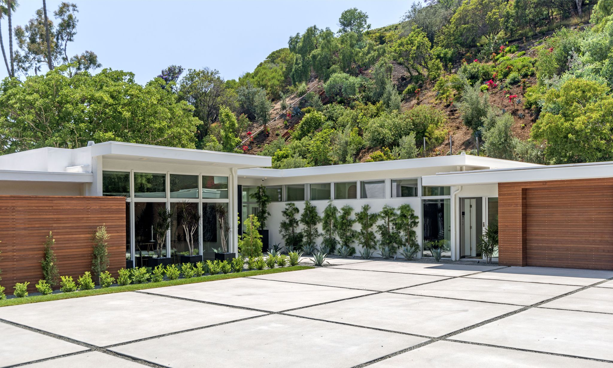 Cindy Crawford buys Beverly Hills home front