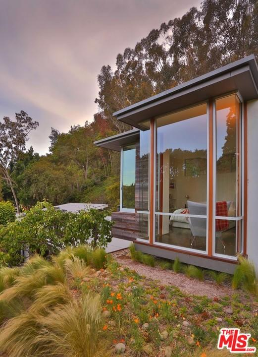 Shane Smith puts Pacific Palisades home up for rent exterior side