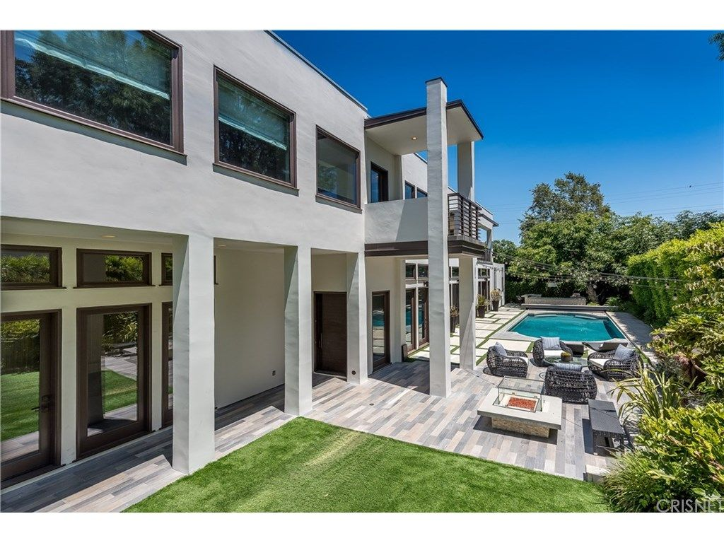 Lindsey Vonn buys Sherman Oaks home exterior