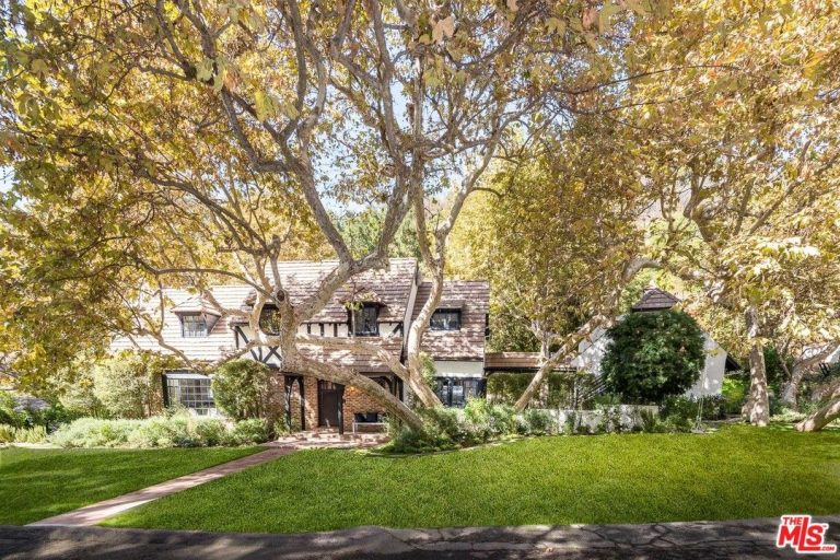 Beck and marissa ribisi list brentwood home front yard
