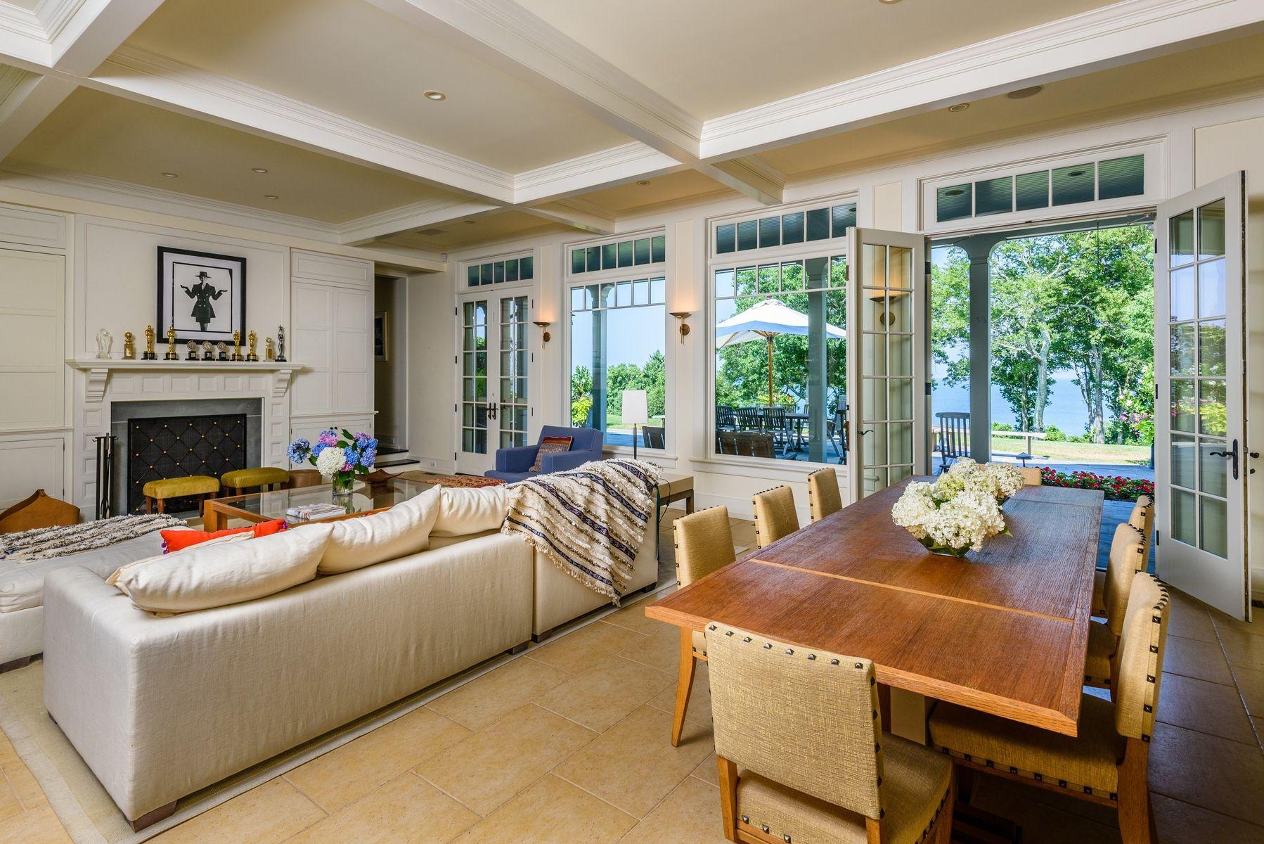 harvey weinstein lists hamptons home family room